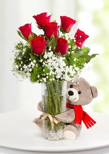 Cam vazoda 7 kırmızı gül ve peluş ayı  Gölbaşı anneler günü çiçek yolla