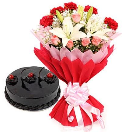 Karışık mevsim buketi ve 4 kişilik yaş pasta  Gölbaşı çiçek kaliteli taze ve ucuz çiçekler