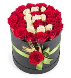 41 adet kırmızı beyaz gül harfli  Ankara Gölbaşı çiçekçi uluslararası çiçek gönderme