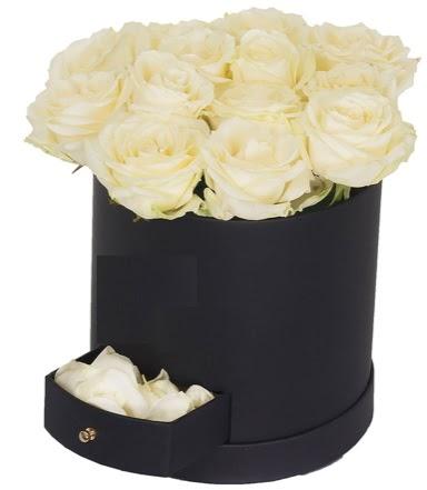 Kutu içerisinde 18 adet beyaz gül  Gölbaşı çiçek gönder cicekciler , cicek siparisi
