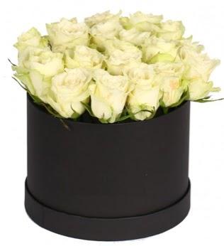 19 adet beyaz gülden görsel kutu çiçeği  Gölbaşı çiçekçi güvenli kaliteli hızlı çiçek