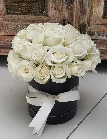 33 adet beyaz gülden görsel kutu tanzimi  Gölbaşı çiçek yolla , çiçek gönder , çiçekçi