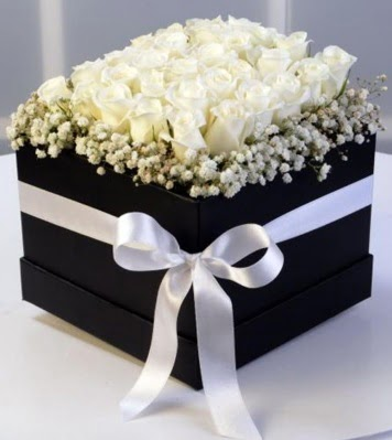 Kare kutuda 19 adet beyaz gül  Gölbaşı Ankara çiçek yolla