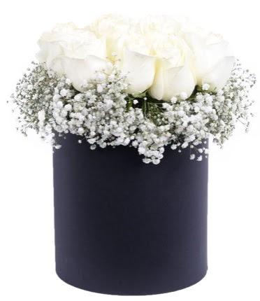 Özel kutuda özel 15 beyaz gül aranjmanı  Gölbaşı anneler günü çiçek yolla