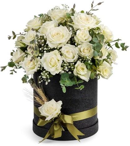 Kutu içerisinde 33 adet beyaz gül tanzimi  Gölbaşı çiçekçiler  çiçek siparişi sitesi