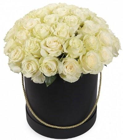 33 Adet beyaz gül özel kutu içerisinde  Gölbaşı çiçek siparişi yurtiçi ve yurtdışı çiçek siparişi